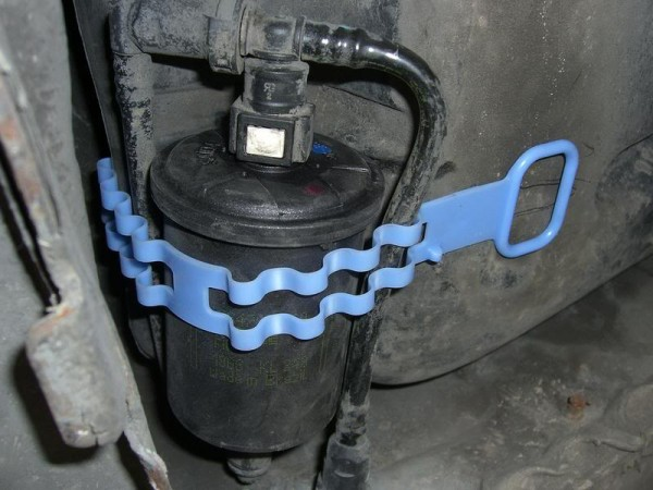 cambio-filtro-combustible-citroen-saxo (13)