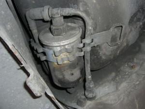 cambio-filtro-combustible-citroen-saxo (3)